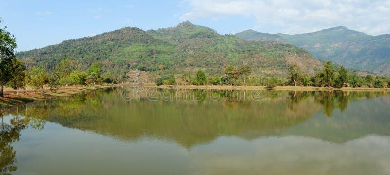 Archeologiczny miejsce jezioro Wat Phu obrazy royalty free