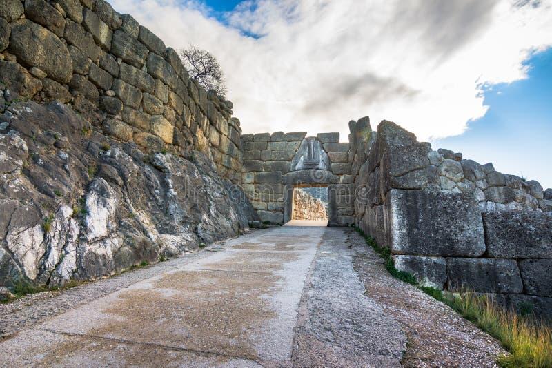 Archeologiczny miejsce Mycenae blisko wioski Mykines, z antycznymi grobowami, gigant ścianami i sławną lew bramą, obraz royalty free