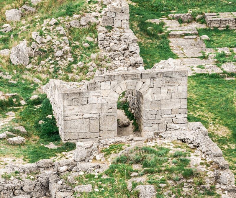 Archeologische uitgravingen van een oude structuur De Krim, Mith royalty-vrije stock afbeelding
