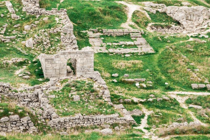 Archeologische uitgravingen van een oude structuur De Krim, Mith stock foto