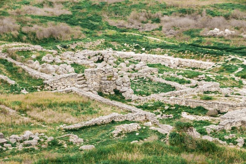 Archeologische uitgravingen van een oude structuur De Krim, Mith royalty-vrije stock foto's