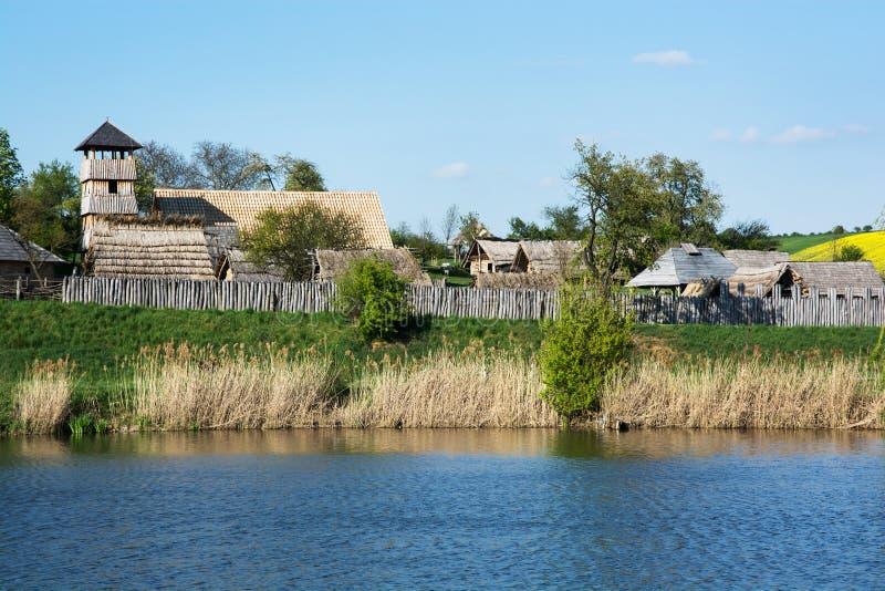 Archeoskanzen blått - stor Moravian stärkt bosättning royaltyfri foto