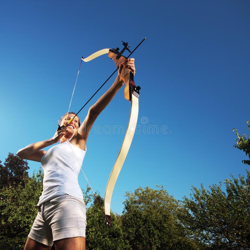 Archer féminin image stock
