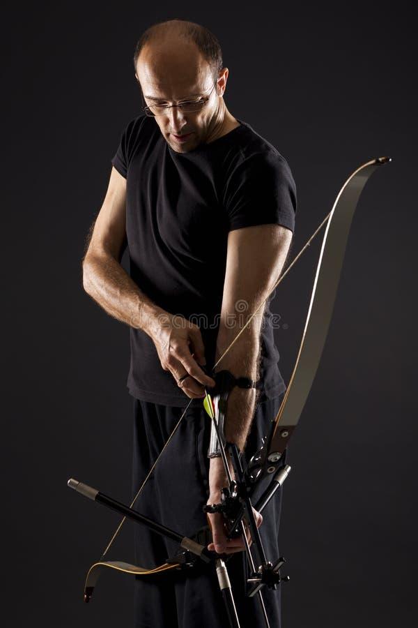 Archer que drena un arqueamiento. fotografía de archivo libre de regalías