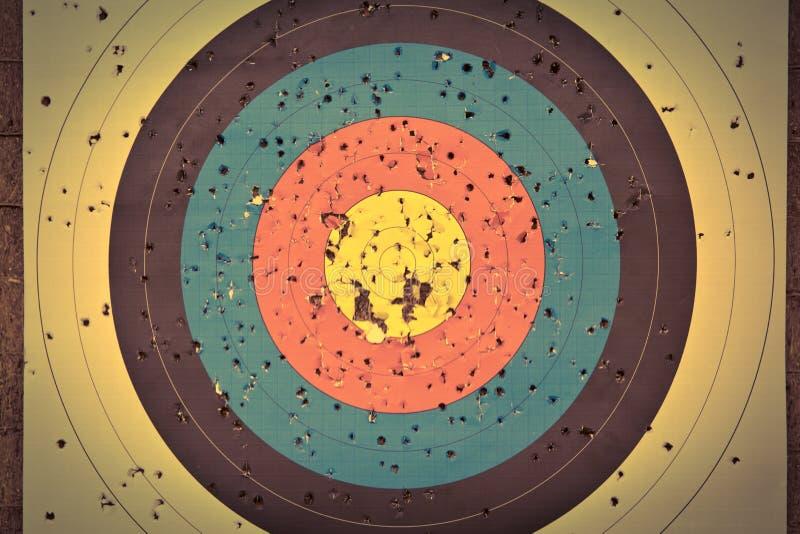 Archery как бег дисциплины спорта в зале и в природе Конкуренция для самой лучшей съемки стрелка в цели стоковая фотография