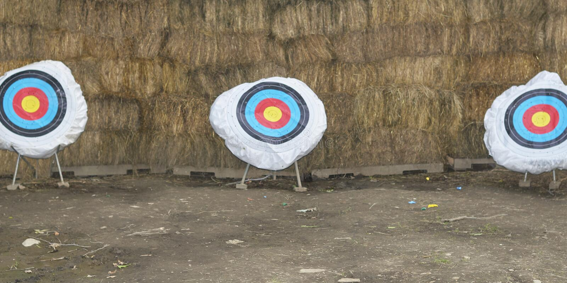 Ряд Archery на летнего лагеря стоковые изображения