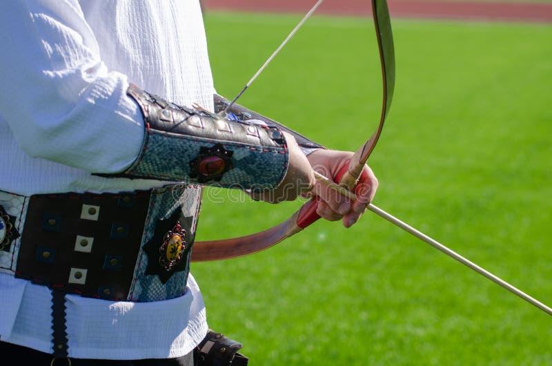 archery Esercizio di Archer con l'arco Sport, concetto di ricreazione immagini stock