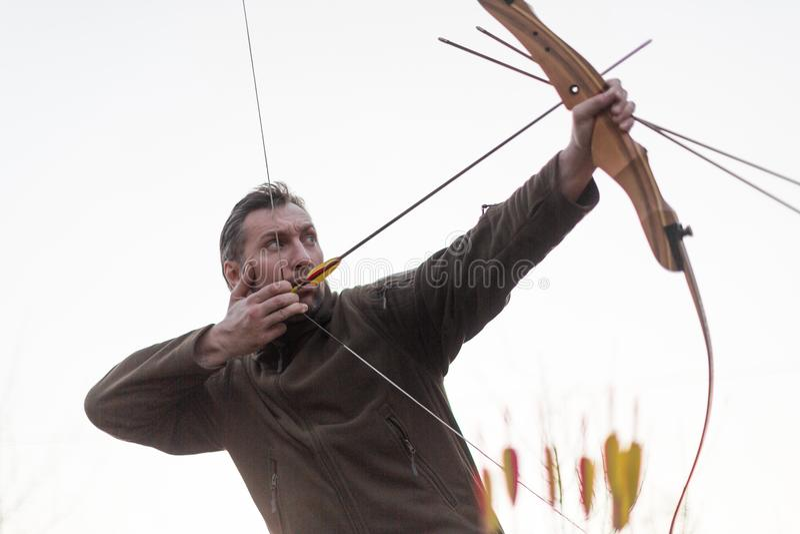 archery Uomo con un arco Immagine potata immagine stock
