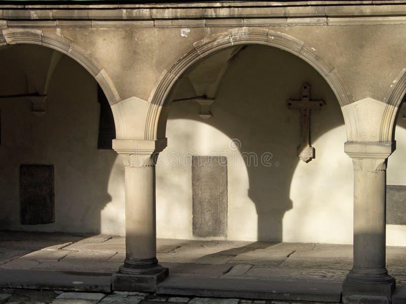 Download Archi immagine stock. Immagine di monastery, medioevale - 125641