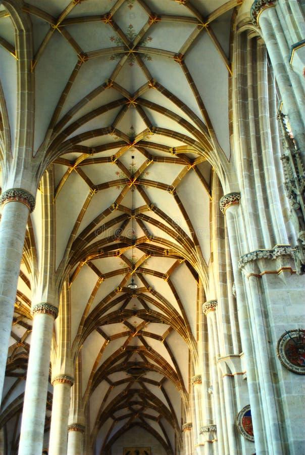 Archi del tetto nella cattedrale del Ulm fotografia stock