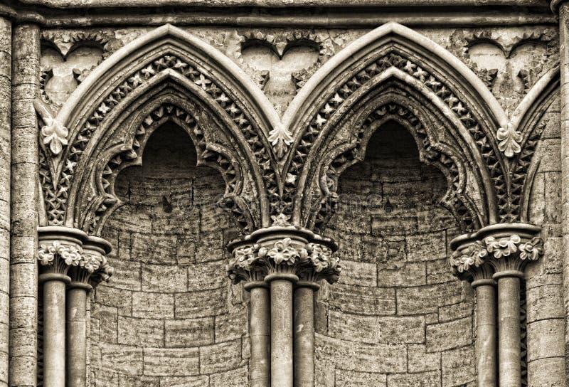 Archi gotici sul lato della cattedrale di Ely, fotografia stock libera da diritti