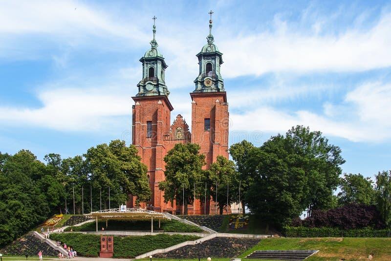 Archicathedral basilika i Gniezno, Polen royaltyfria foton