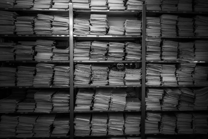 Archief voor bindmiddelen De documenten worden gestapeld bovenop elkaar royalty-vrije stock foto