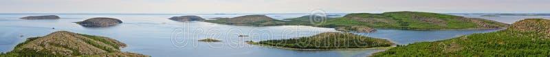 Archipel de Kuzova en mer blanche (vue panoramique) Horizontal de nature photos libres de droits