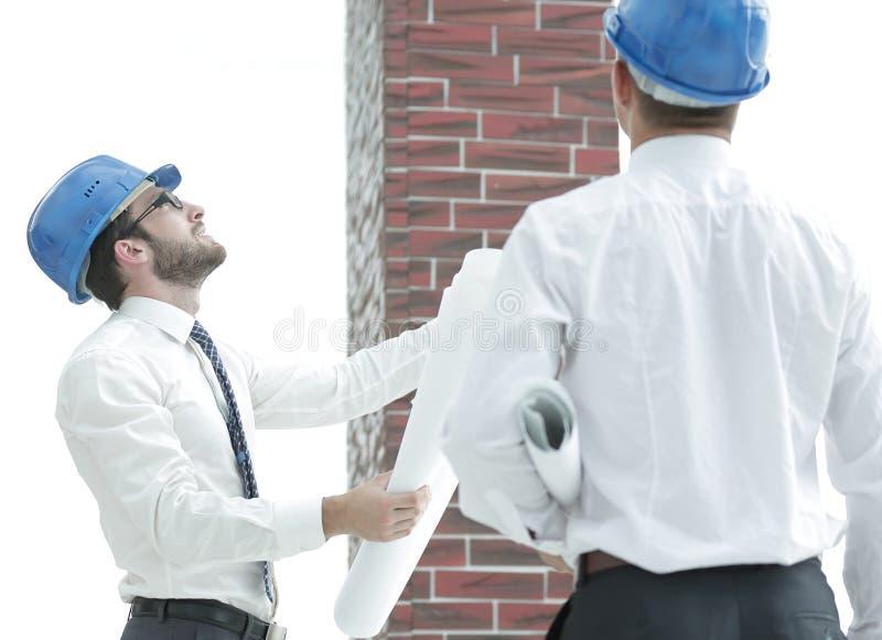 Architect en de voorman van het nieuwe gebouw van de bouwraming stock afbeelding
