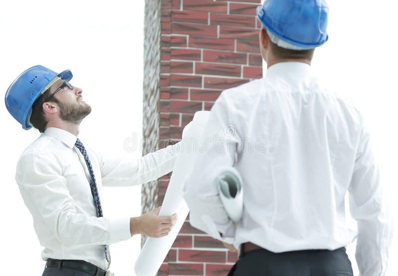 Architect en de voorman van het nieuwe gebouw van de bouwraming royalty-vrije stock afbeeldingen