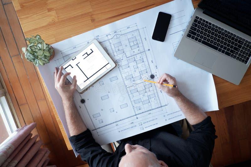 Architecte développant le projet de nouvelle construction image stock