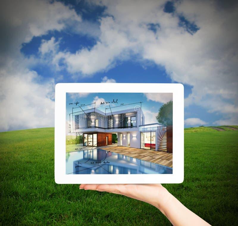 architecte du rendu 3D montrant le projet de nouvelle maison avec le comprimé photos stock