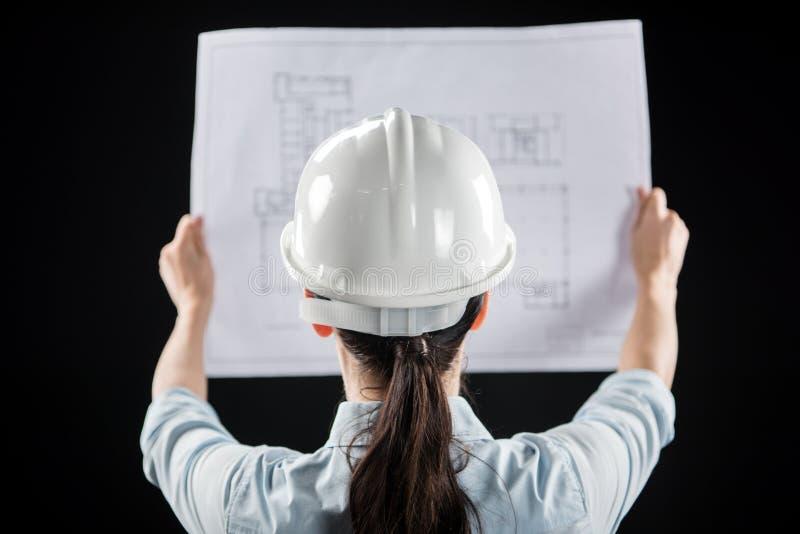 Architecte féminin dans le casque image stock