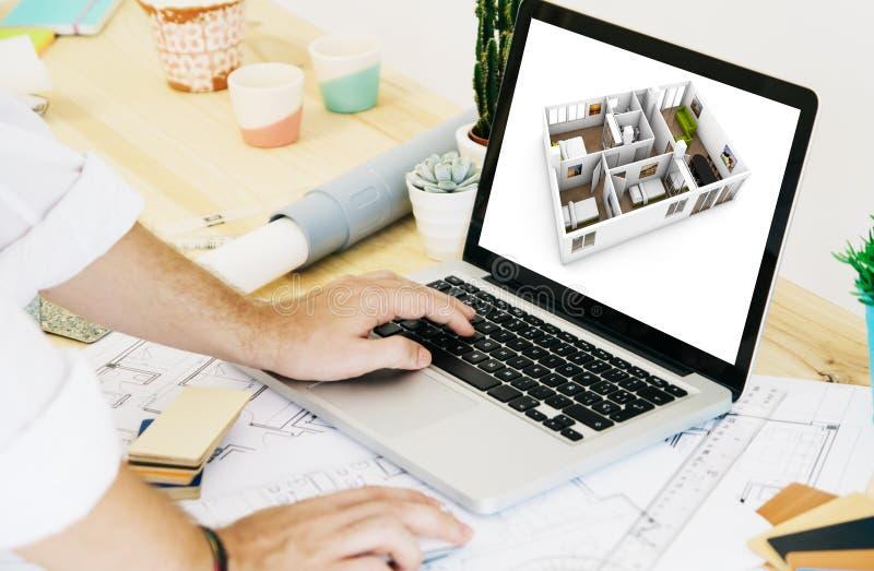 architecte travaillant avec le DAO d'ordinateur portable photos stock