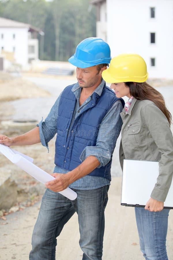 Architecten op bouwwerf stock afbeelding