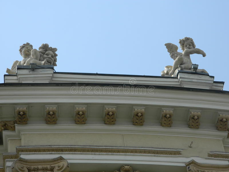 Architecturaal beeldhouwwerk op gebouwen stock fotografie