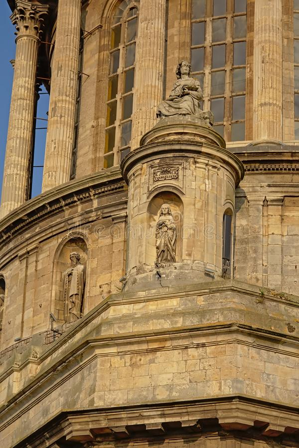 Architecturaal detail van de toren van de basiliek van Boulogne sur mer, Frankrijk, stock fotografie