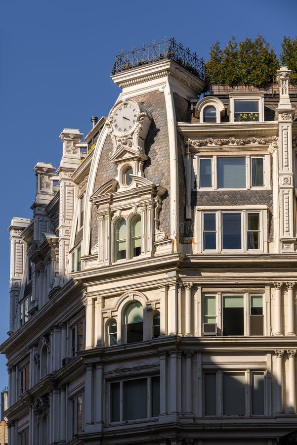 Architecturaal detail van de Tweede Imperiumbouw, Chelsea, Nieuwe Yor royalty-vrije stock foto