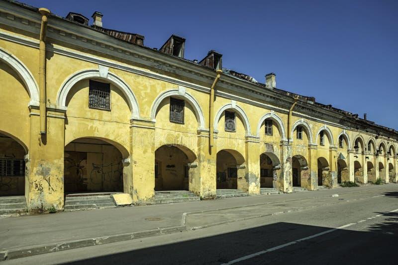 Architecturaal detail van een oud gebouw in St. Petersburg stock foto's