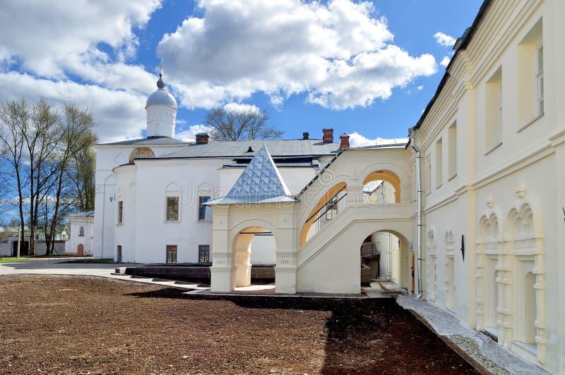 Architecturaal ensemble van het klooster van Heilige Anthony in Veliky Novgorod, Rusland royalty-vrije stock foto's