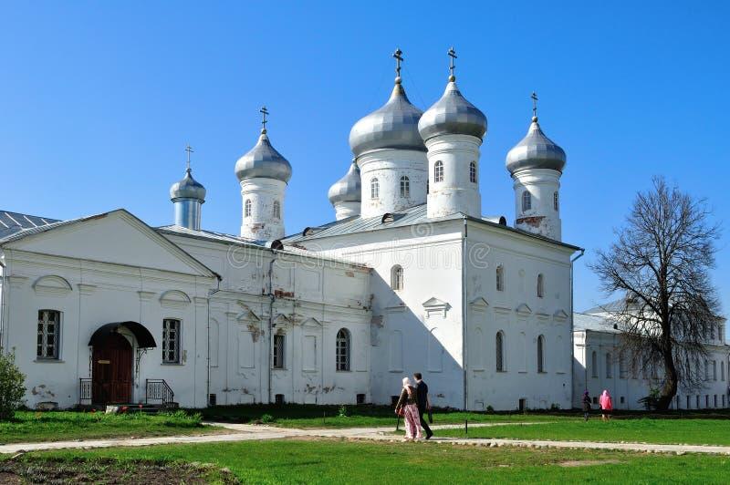 Architecturaal ensemble van orthodox Yuriev-Klooster in Veliky Novgorod, Rusland royalty-vrije stock fotografie