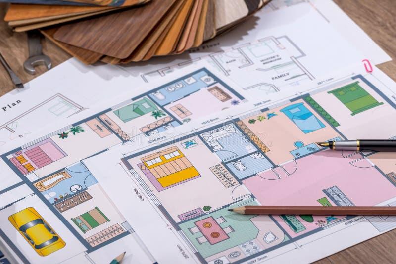 Architecturaal plan voor de bouw van een huis stock foto's