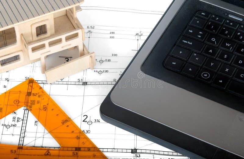 Download Architecturaal project stock foto. Afbeelding bestaande uit laptop - 54079290