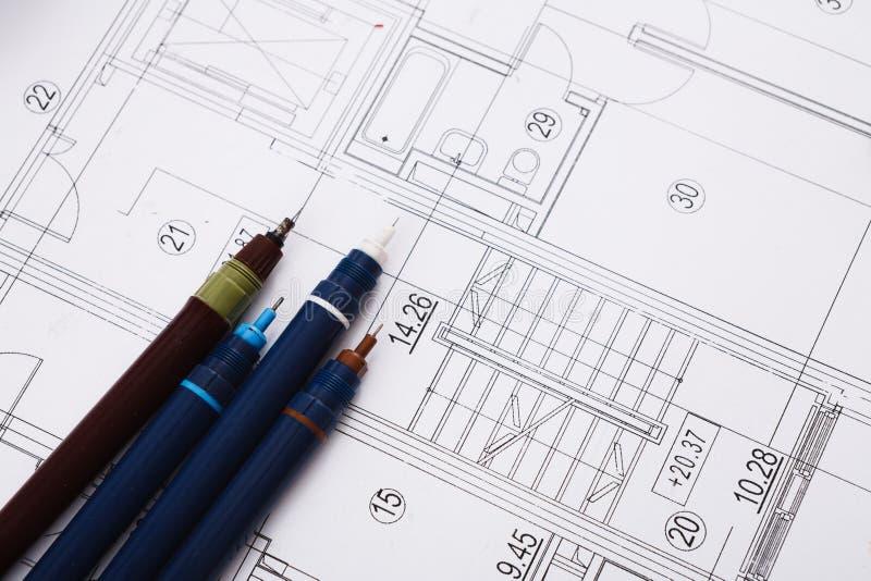 Architecturaal project, techniekhulpmiddelen op lijst stock fotografie