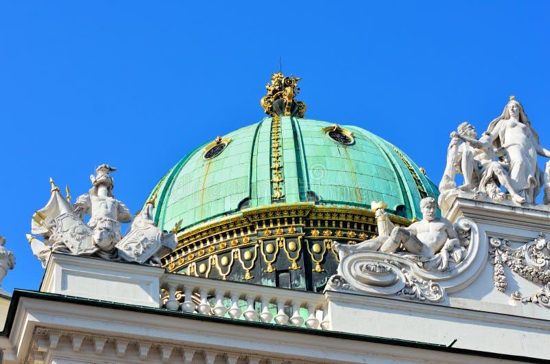 Architecturale artistieke decoratie op Hofburg-paleis, Wenen stock foto's