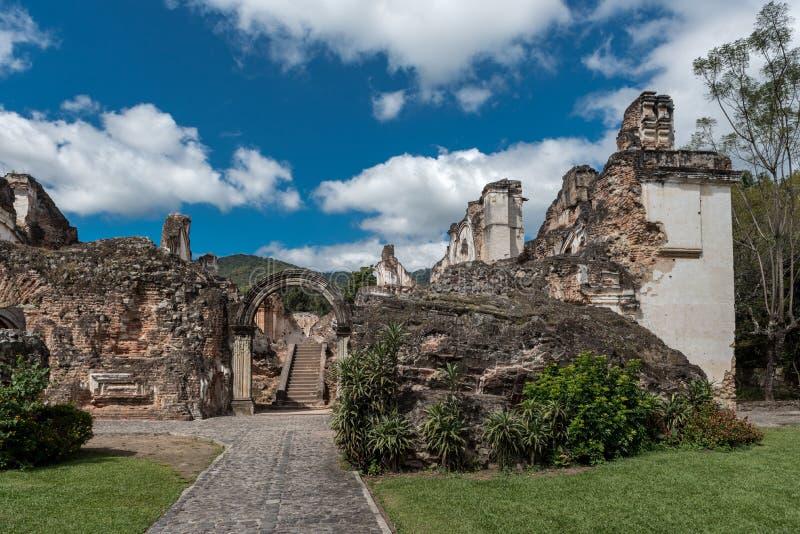 Architecturale Complex van La Recoleccion in Antigua, Guetemala Het is een vroegere kerk en het klooster van de Orde van herinner stock foto