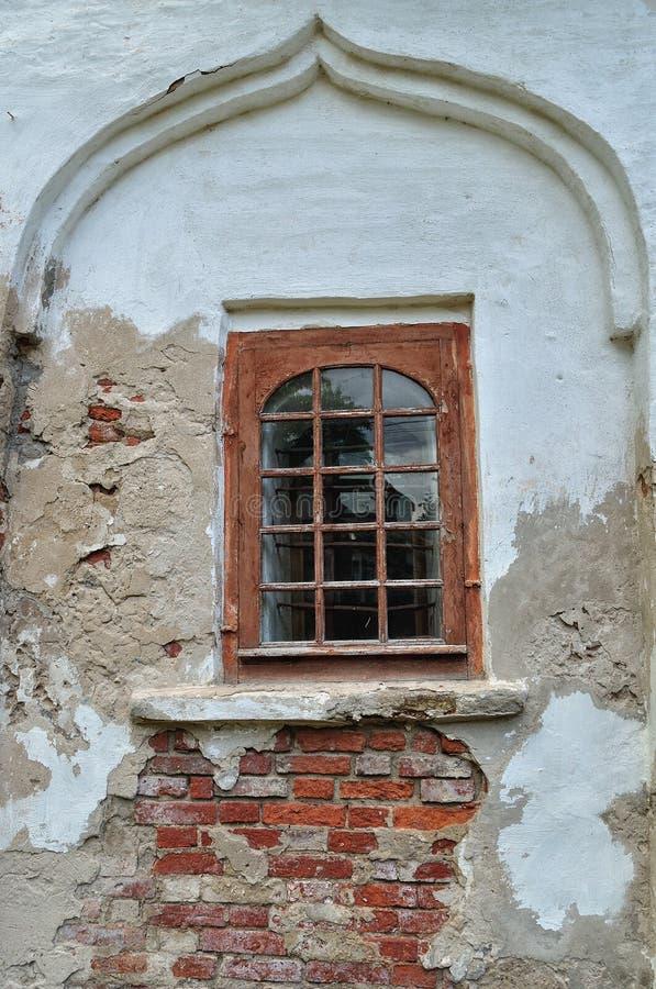 Architecturale elementen van oude kerk in Veliky Novgorod stock afbeeldingen