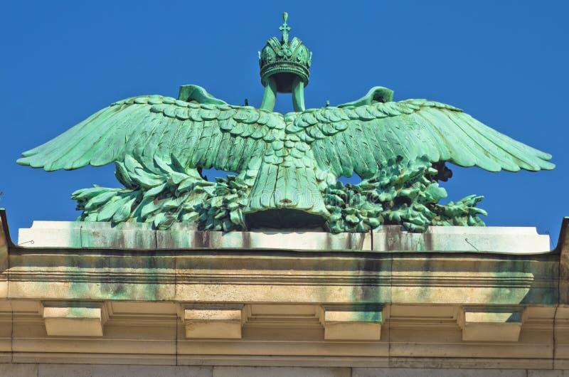 Architecturale en keizerwapenkundedetails op Hofburg-paleis in Wenen royalty-vrije stock fotografie