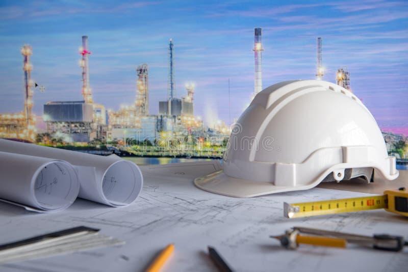 Architecturale tekening en projecthulpmiddelen op het werklijst stock foto