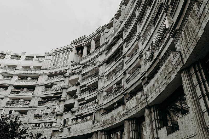 Architecturale vormen, loggia's van een halfrond gebouw royalty-vrije stock foto