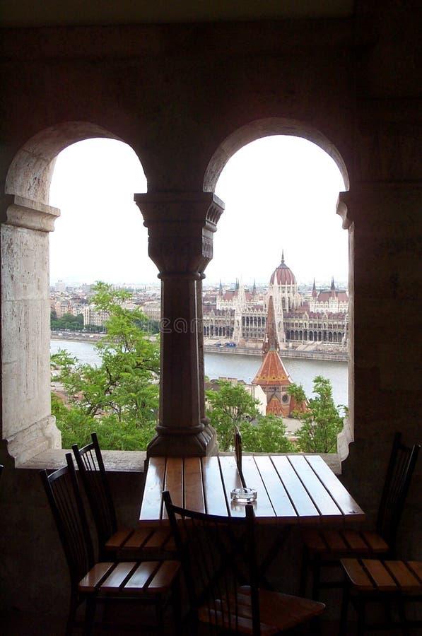 Architecture à Budapest - table avec une vue