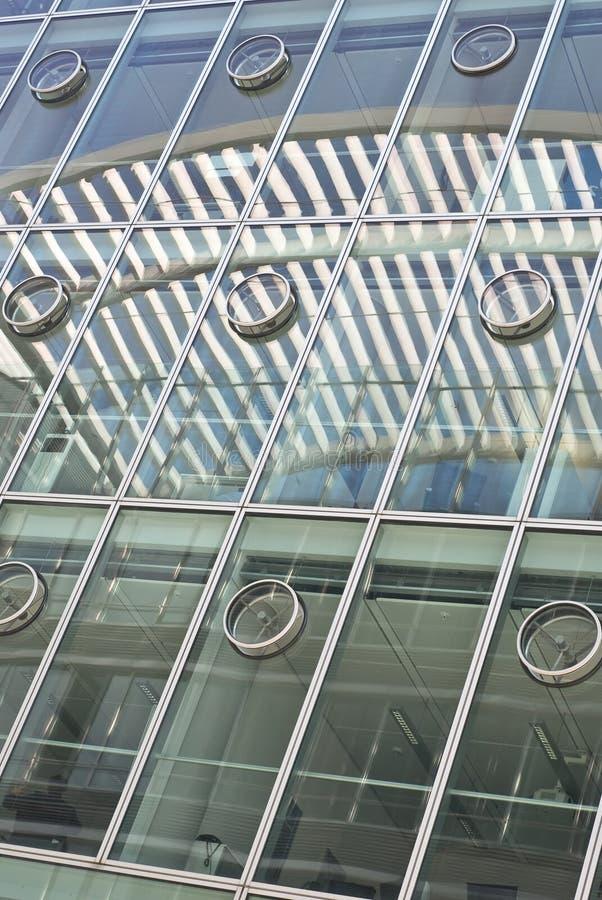 Architecture avec des réflexions abstraites photos stock