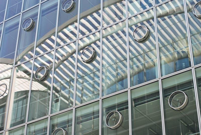 Architecture avec des réflexions abstraites photo libre de droits