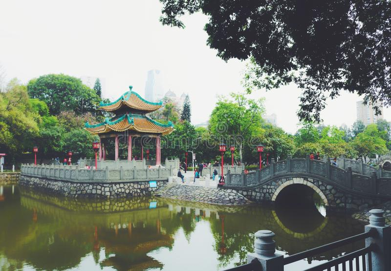 Architecture chinoise antique de jardin, verte images libres de droits