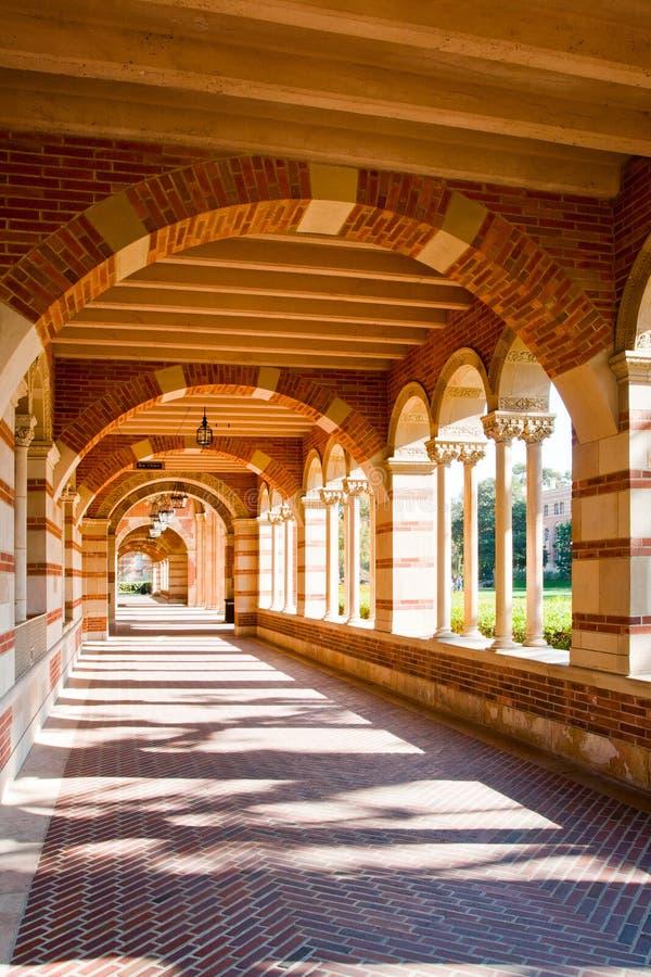 Architecture classique représentant une éducation plus élevée images libres de droits