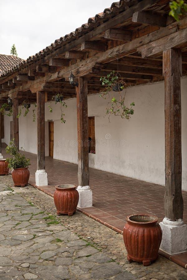 Architecture coloniale dans Chichicastenango, Guatemala photographie stock libre de droits