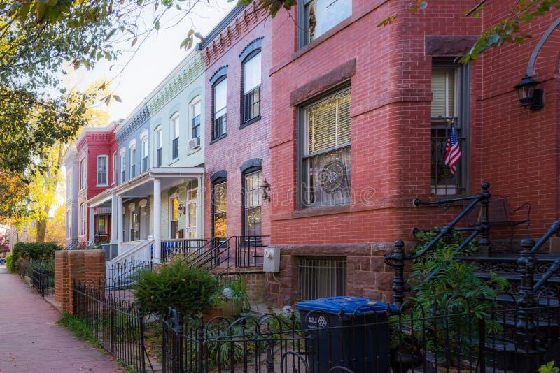 Architecture colorée Exterio de brique de maisons urbaines de rangée de Washington DC images libres de droits