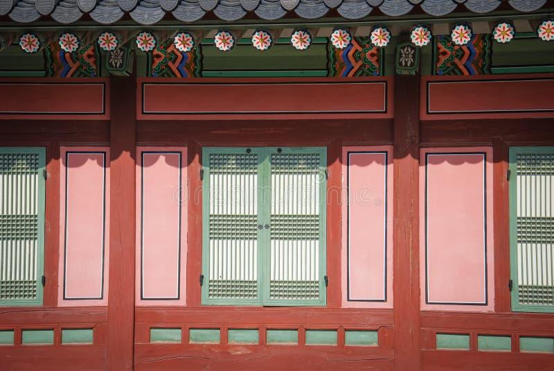 Architecture coréenne traditionnelle de style à un certain village, Corée du Sud images stock