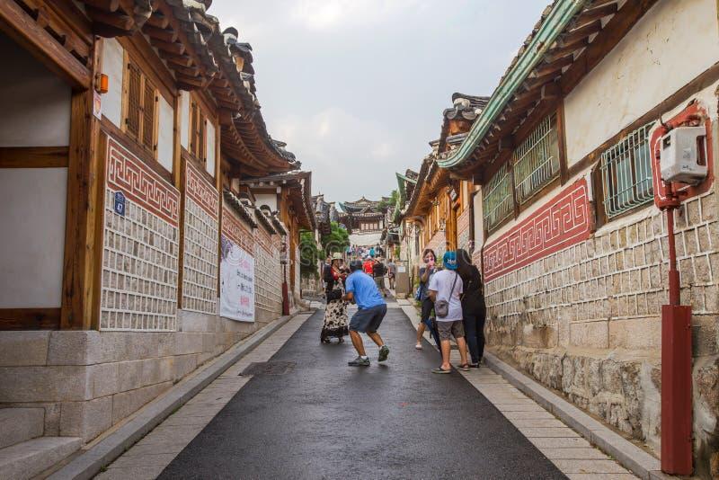 Architecture coréenne traditionnelle de style au village de Bukchon Hanok à Séoul, Corée du Sud images stock