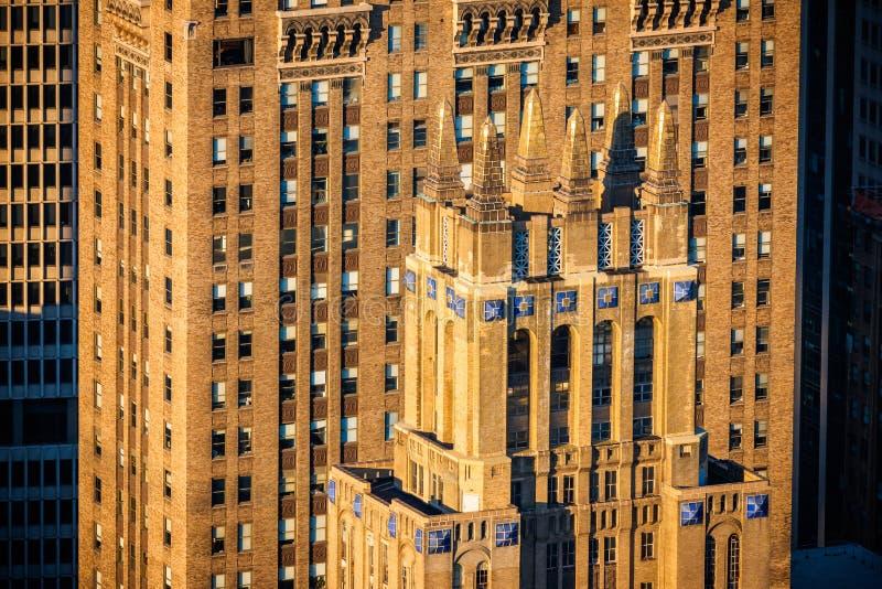Architecture d'art déco de Midtown Manhattan dans la pleine lumière d'après-midi photos libres de droits